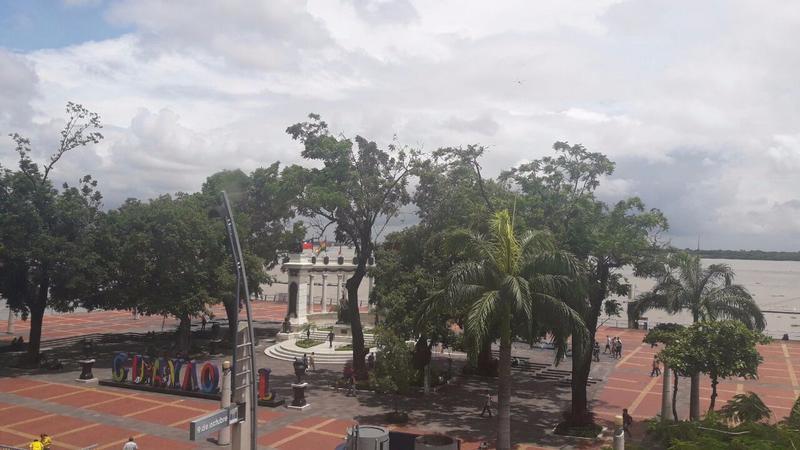 Foto Oficina en Alquiler en  Centro de Guayaquil,  Guayaquil  SE ALQUILA OFICINA CON VISTA AL MALECÓN SIMÓN BOLÍVAR