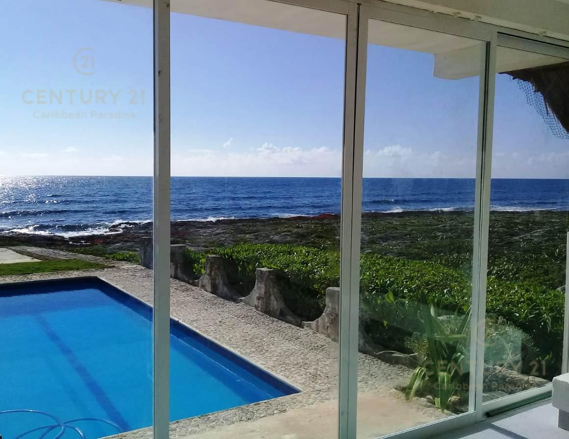Foto Casa en Venta en  Playa del Carmen ,  Quintana Roo  Villa Ocean front en Akumal C2583