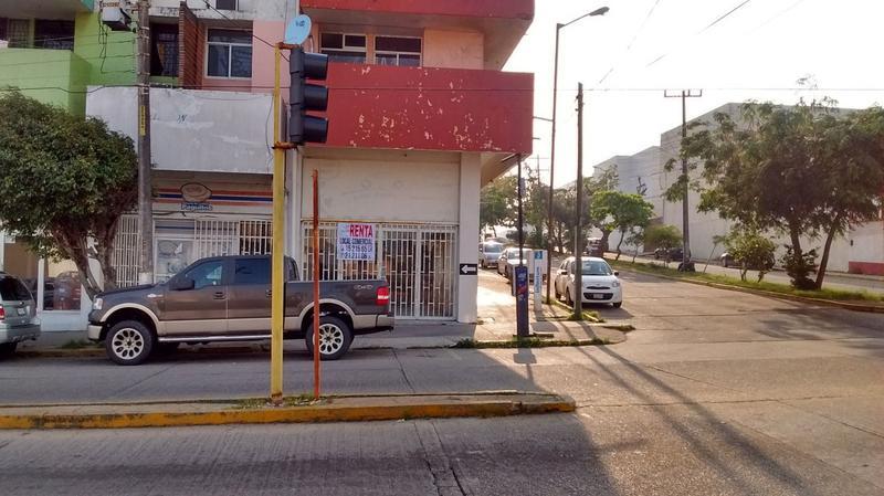 Foto Local en Renta en  Coatzacoalcos Centro,  Coatzacoalcos  Av.   Nicolás Bravo No. 207-A esquina Benito Juárez, Zona Centro, Coatzacoalcos, Ver.
