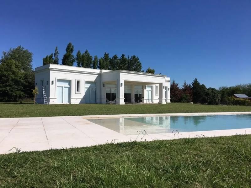 Foto Casa en Venta en  La Ranita,  Countries/B.Cerrado (Manzanares)  Amplia casa en venta en La Ranita – Bayugar Negocios Inmobiliarios