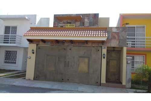 Foto Casa en Venta en  Fraccionamiento Hacienda los Portales Sección Norte,  Veracruz  MALAGA