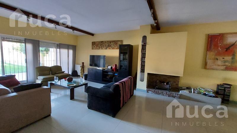 Foto Casa en Venta en  Martinez,  San Isidro  Luminosa casa de amplios ambientes en el corazón de Martínez| Berutti al 1500