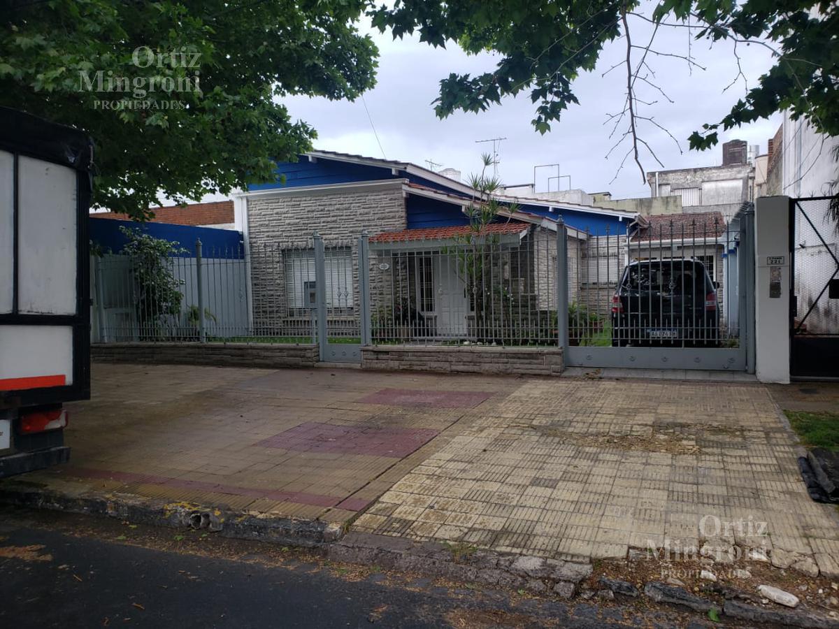 Foto Casa en Venta en  Lomas De Zamora ,  G.B.A. Zona Sur  Piaggio al 200
