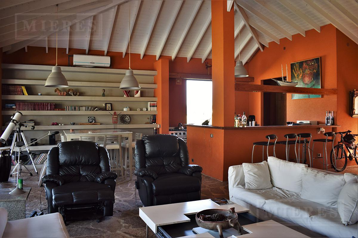 MIERES Propiedades- Casa de 255 mts en Estancias del Pilar