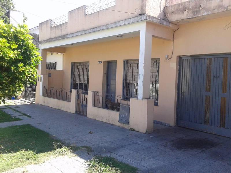 Foto Casa en Venta en  Lomas De Zamora,  Lomas De Zamora  Castelli 2573