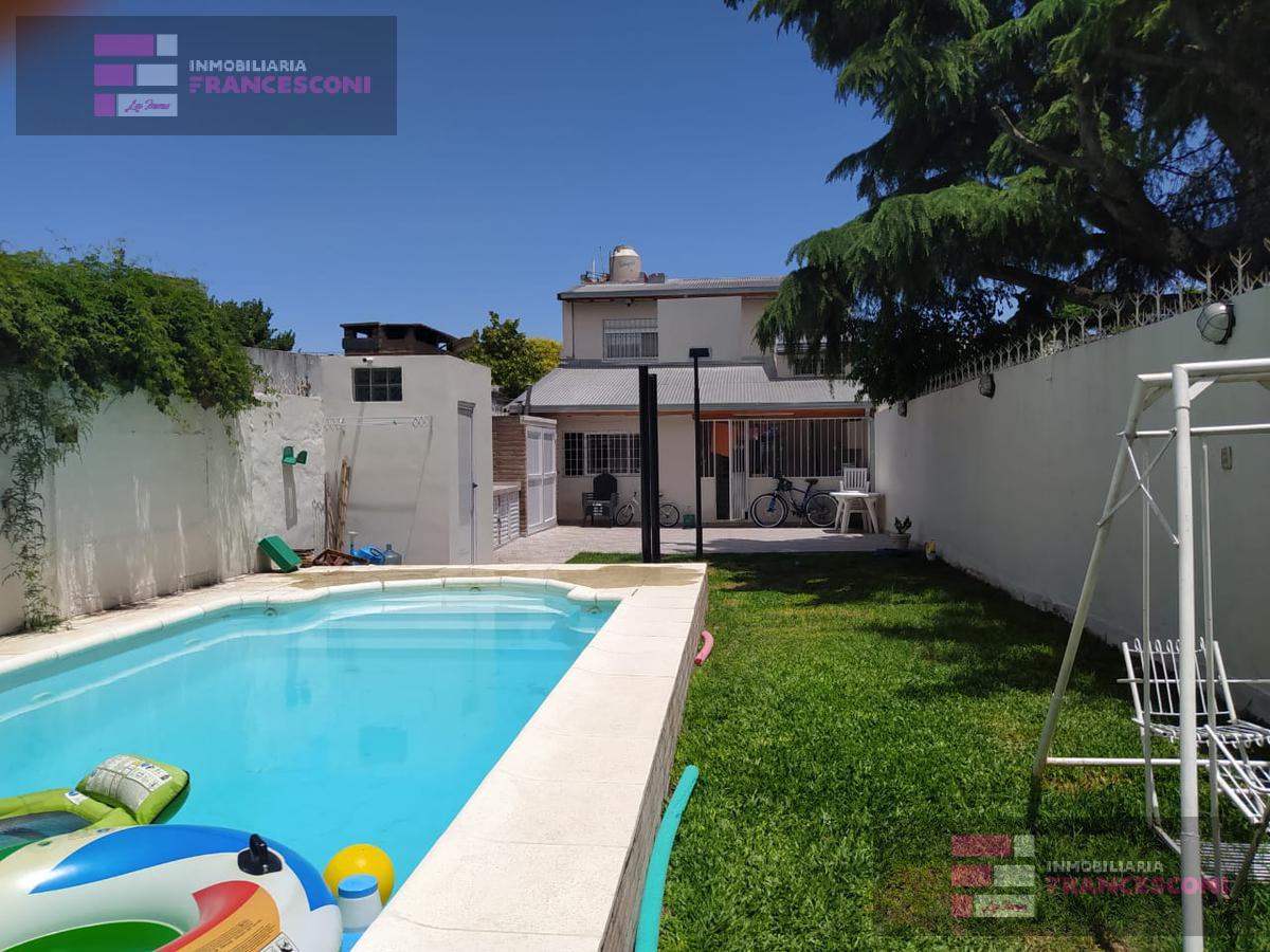 Foto Casa en Venta en  Zona Sur,  La Plata  23 69 Y 70