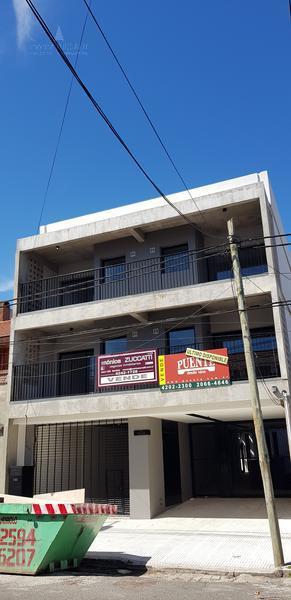 Foto Departamento en Venta en  Lomas de Zamora Oeste,  Lomas De Zamora  Portela 634 2 D