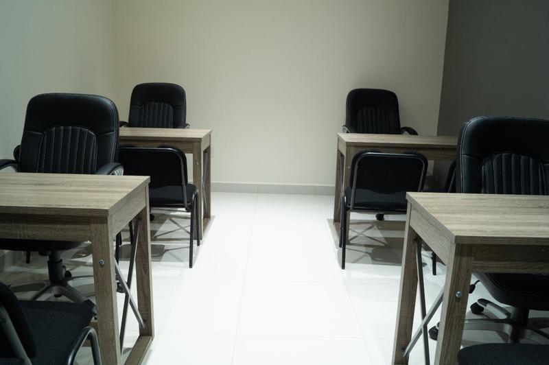 Oficina o Consultorio en renta Colonia Leon Moderno, Servicios Incluid