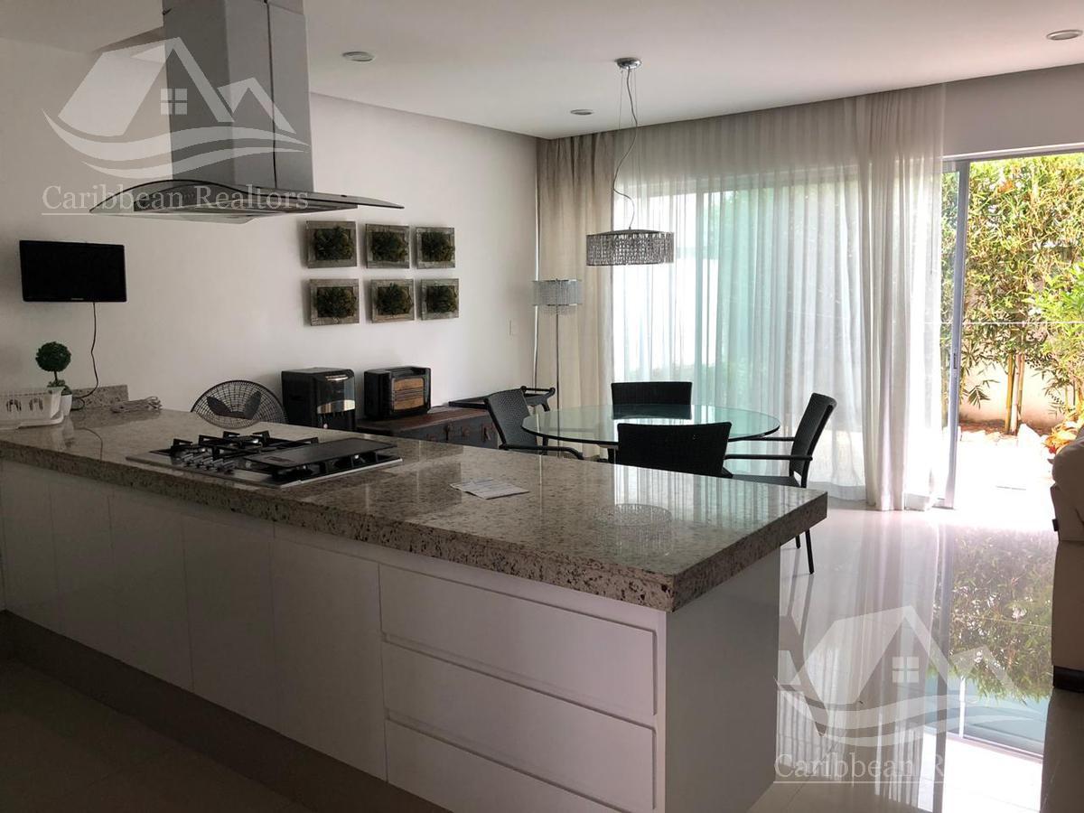 Foto Casa en Renta en  Cancún ,  Quintana Roo  CASA EN RENTA EN CANCÚN /AV. HUAYACAN/ PALMARIS