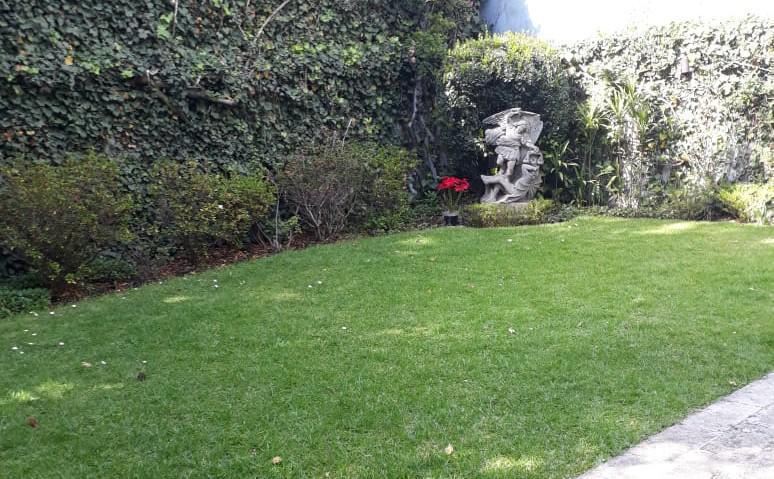 Foto Casa en Venta en  Lomas de Tecamachalco,  Huixquilucan  Fuente de Mercurio venta casa con jardín Tecamachalco