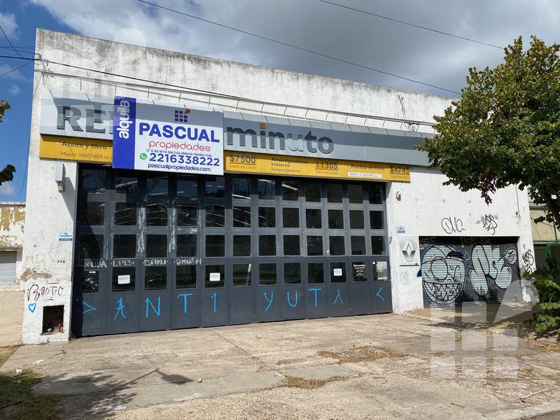 Foto Local en Alquiler en  La Plata ,  G.B.A. Zona Sur  32 e/ 10 y 11