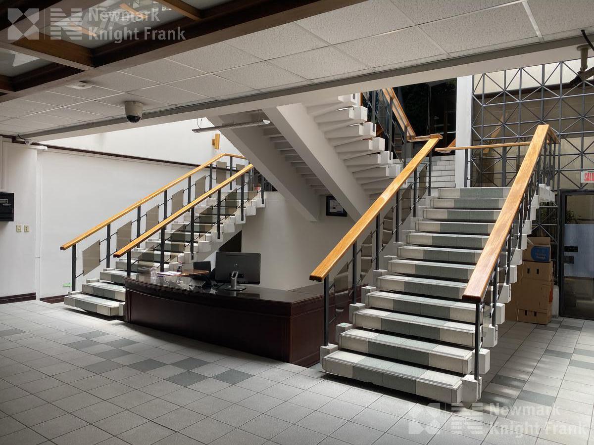 Foto Oficina en Renta | Venta en  San Francisco,  Goicoechea  Edificio de oficinas en Barrio Tournon