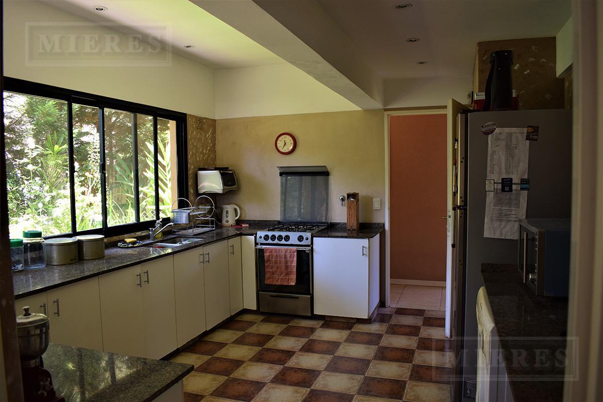 Casa de 260 mts. en Ayres de Pilar