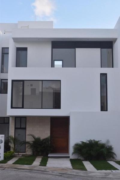 Foto Casa en Venta en  Aqua,  Cancún   Casa en Venta Residencial Aqua Fase I de 3 recámaras con alberca. Supermanzana 309 Cancún Quintana Roo Mèxico