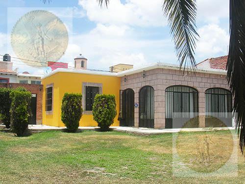 Foto Casa en Renta |  en  Fraccionamiento El Pedregal,  Tequisquiapan  Bungalow con amplio jardín
