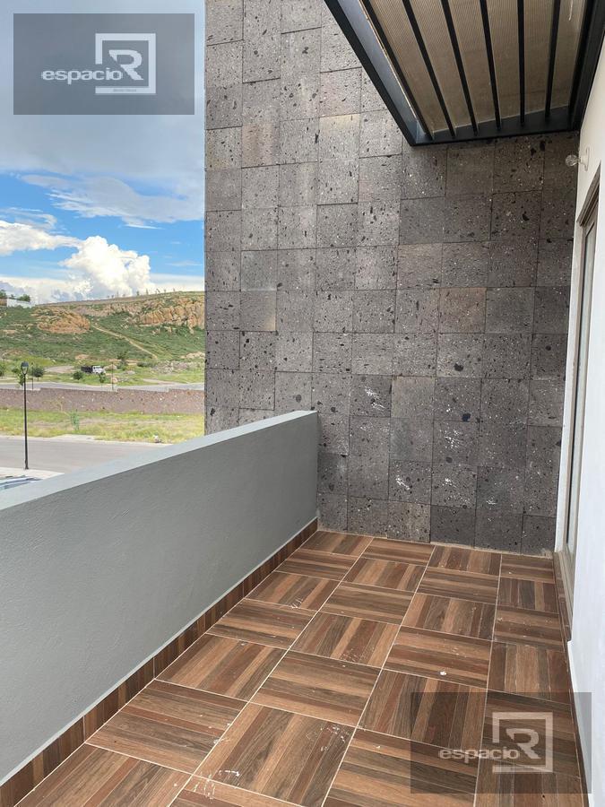 Foto Casa en Venta en  Fraccionamiento Cantera del Pedregal,  Chihuahua  CASA EN VENTA EN JARDINES DEL PEDREGAL FRENTE A PARQUE CON RECÁMARA EN PLANTA BAJA