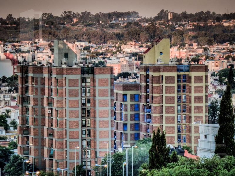 Foto Departamento en Venta |  en  Juniors,  Cordoba  La Plata 870 5º D Torre Amarilla