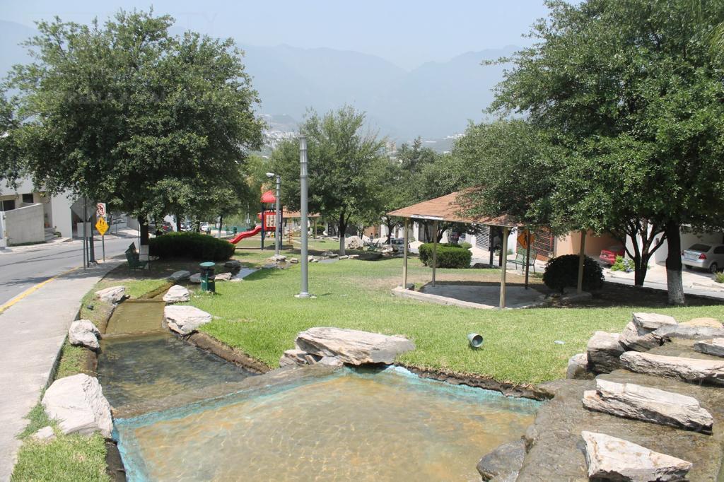 Foto Casa en Venta en  Monterrey ,  Nuevo León  Loma Alta # al 600