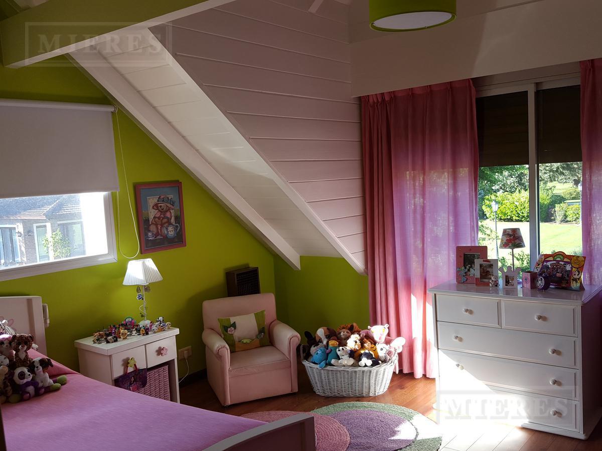 Mieres Propiedades - Casa de 300 mts en  Olivos Golf Club