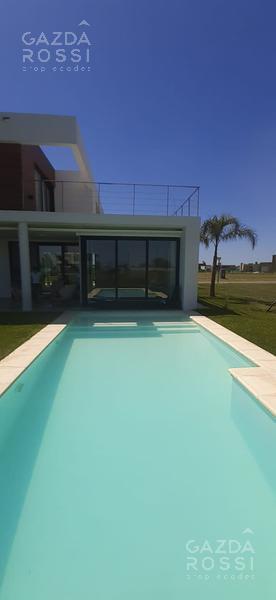 Foto Casa en Venta en  Terralagos,  Countries/B.Cerrado (Ezeiza)  Moderna propiedad en Terralagos