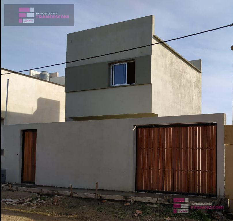 Foto PH en Venta en  La Plata ,  G.B.A. Zona Sur  37 ESQ 142