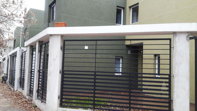 Foto Casa en Venta |  en  Temperley Este,  Temperley  Cangallo 290