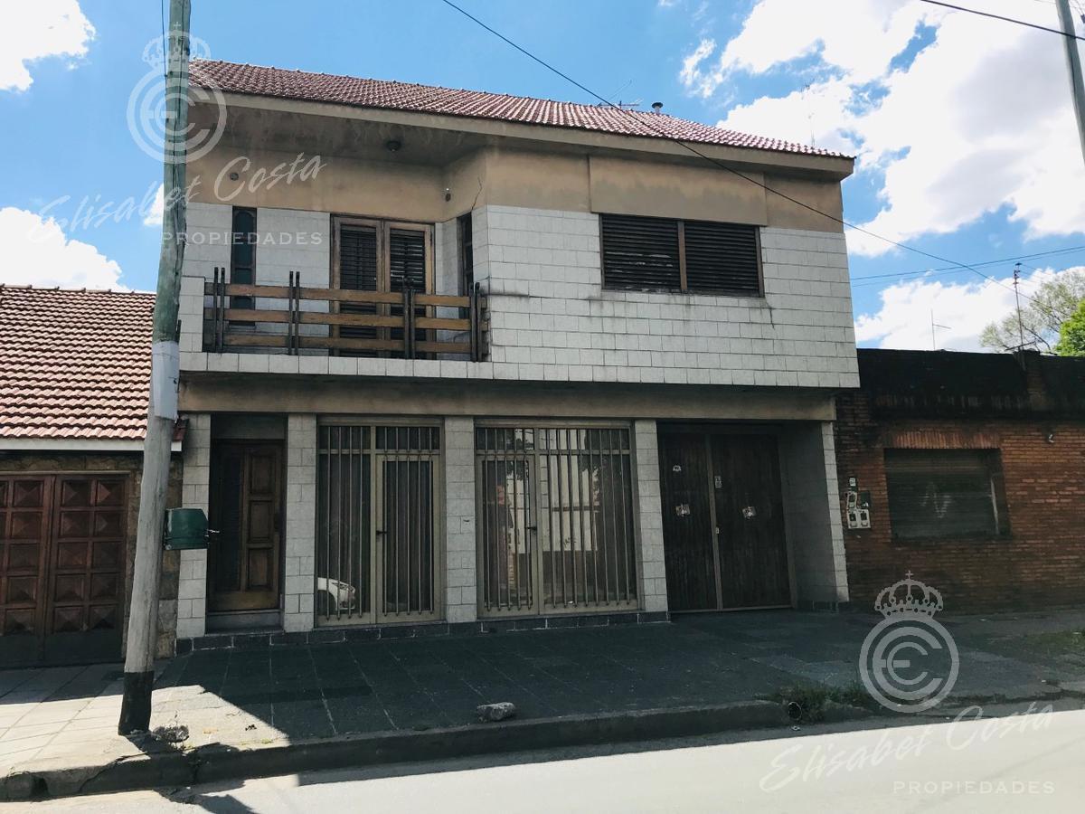 Foto Casa en Venta en  Lanús Este,  Lanús  Sarmiento al al 900