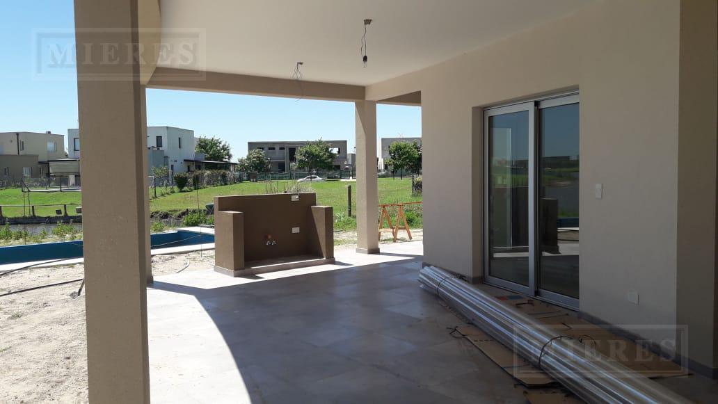 Casa en venta en El Canton Barrio Islas