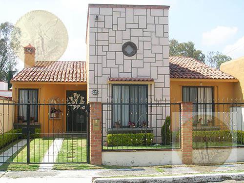 Foto Casa en Venta en  Fraccionamiento Residencial Haciendas de Tequisquiapan,  Tequisquiapan  Encantadora casa, vista a área verde