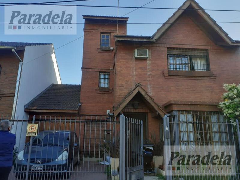 Foto Casa en Venta |  en  Castelar,  Moron  Montes De Oca al 3500
