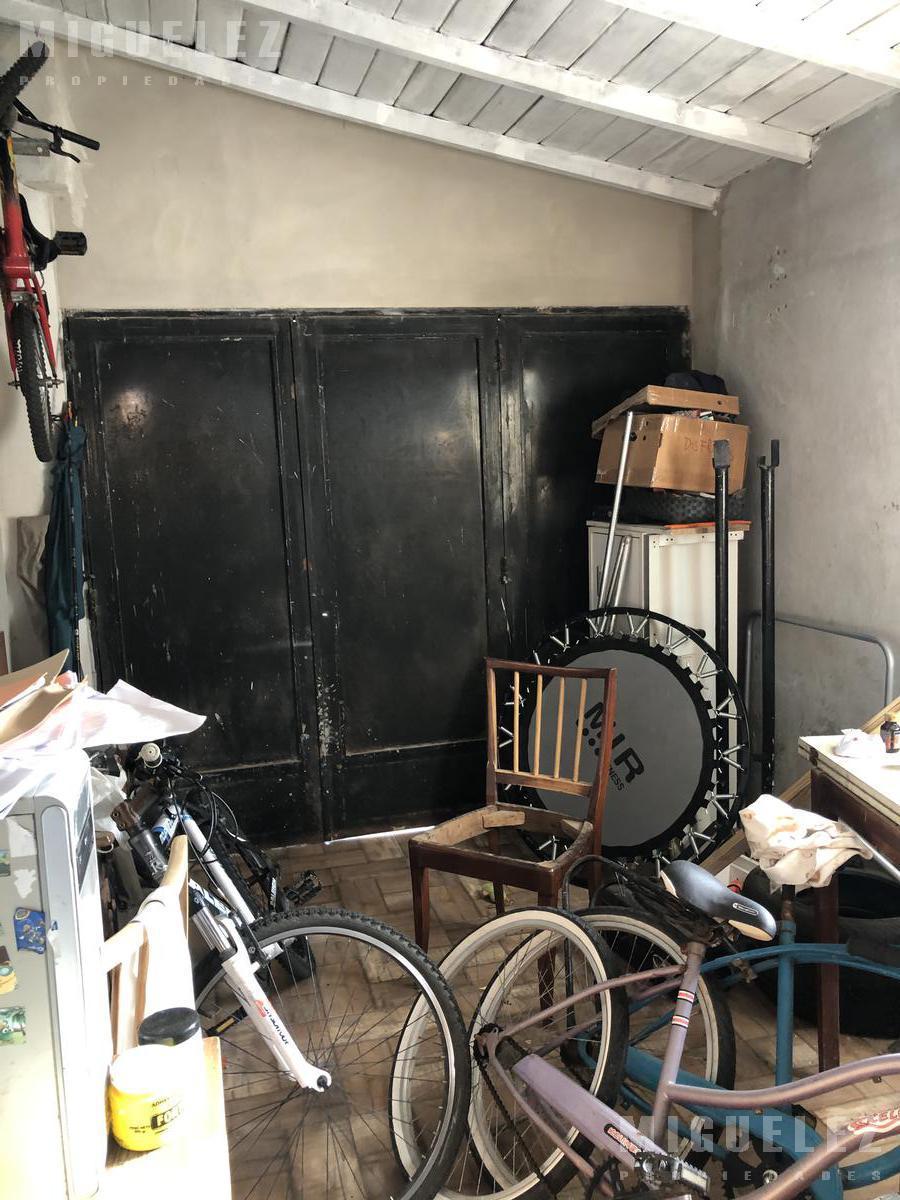 Foto Casa en Venta en  Banfield,  Lomas De Zamora  VENTA CASA BANFIELD CABRERA 874
