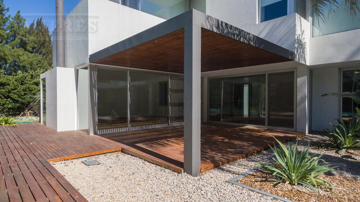 Mieres Propiedades - Casa de 460 mts en Ayres de Pilar