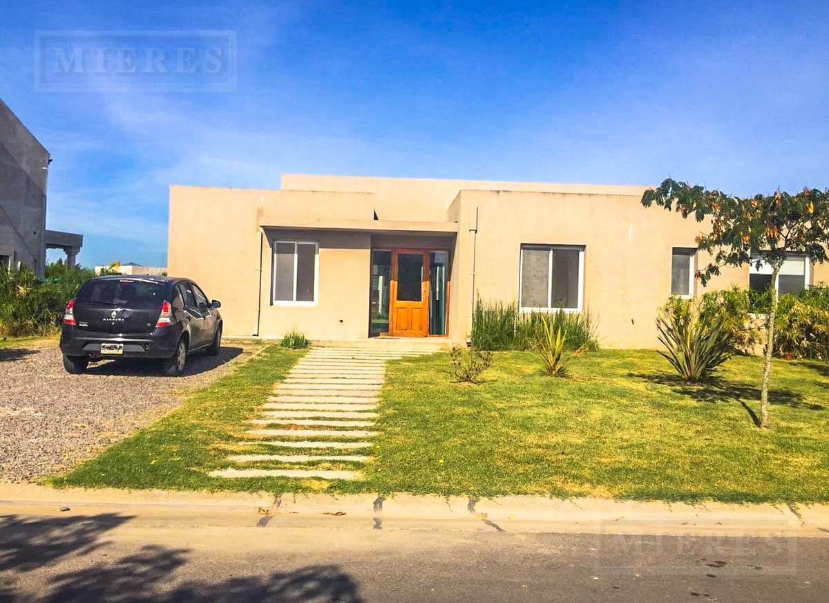 Casa en el barrio San Francisco, Villanueva. Sobre lote interno
