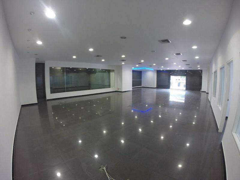 Foto Local en Alquiler en  Centro de Guayaquil,  Guayaquil  ALQUILER DE LOCAL ESQUINERO EN  AVENIDA 9 DE OCTUBRE