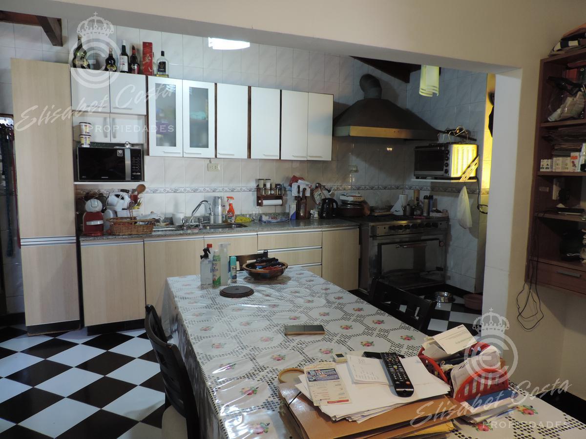 Foto Casa en Venta en  Avellaneda ,  G.B.A. Zona Sur  Victoriano Montes al 2000