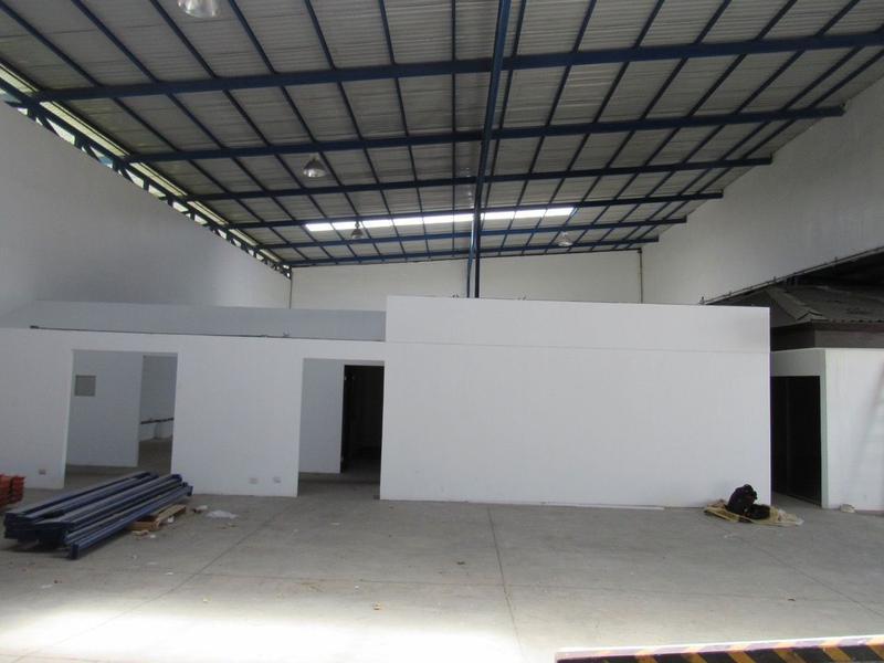 Foto Bodega Industrial en Venta | Renta en  Uruca,  San José  Amplia bodega en alquiler y venta en La Uruca