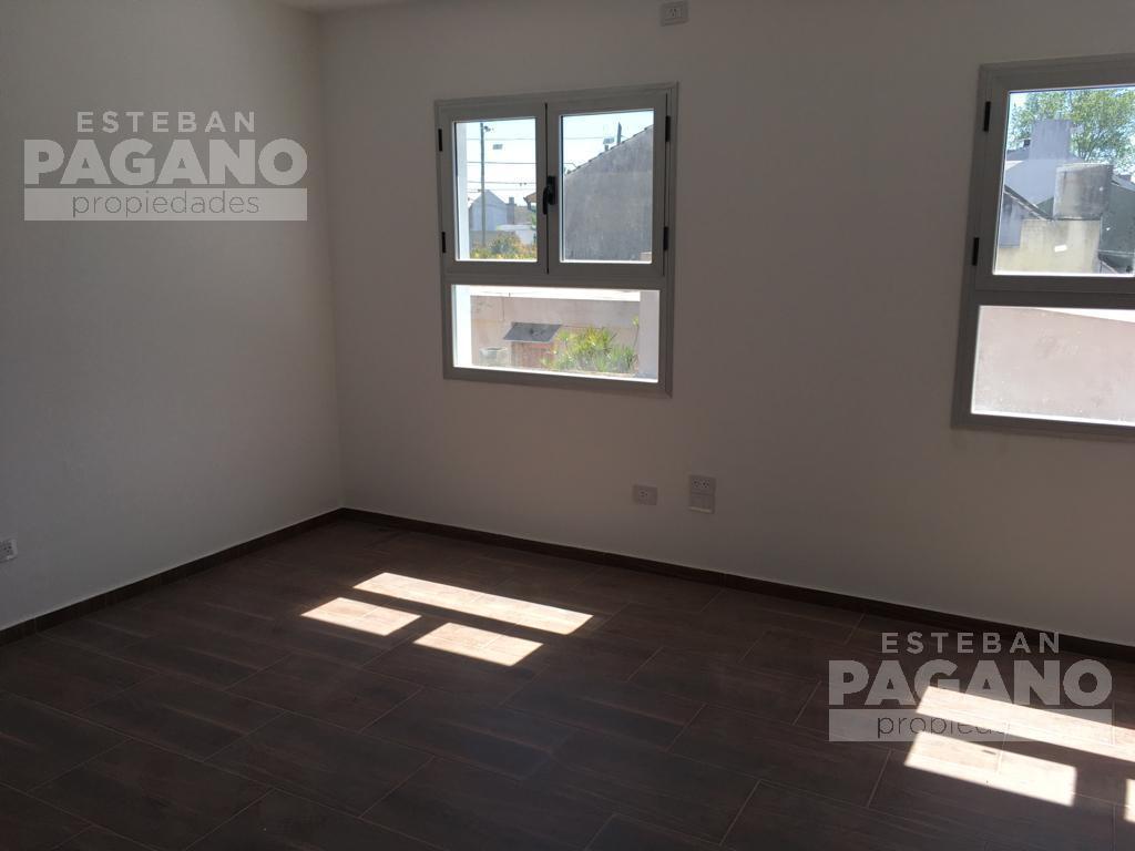 Foto PH en Venta en  La Plata ,  G.B.A. Zona Sur  141 e 45 y 46