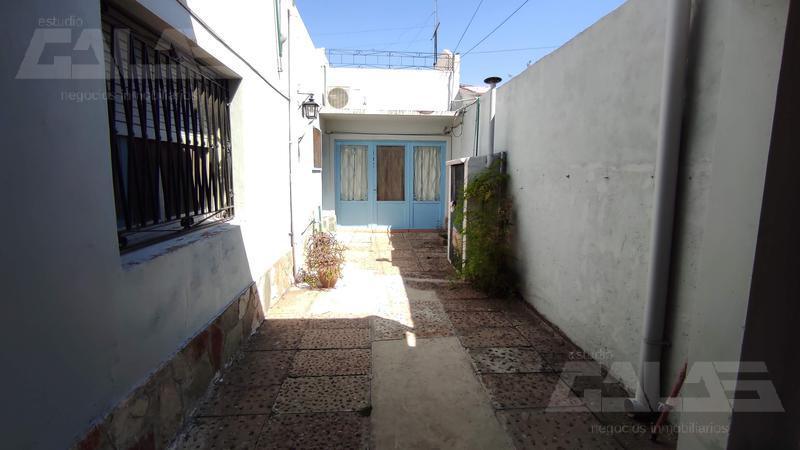 Foto Casa en Venta en  Castelar Sur,  Castelar  Gral. Estanislao López al 1600
