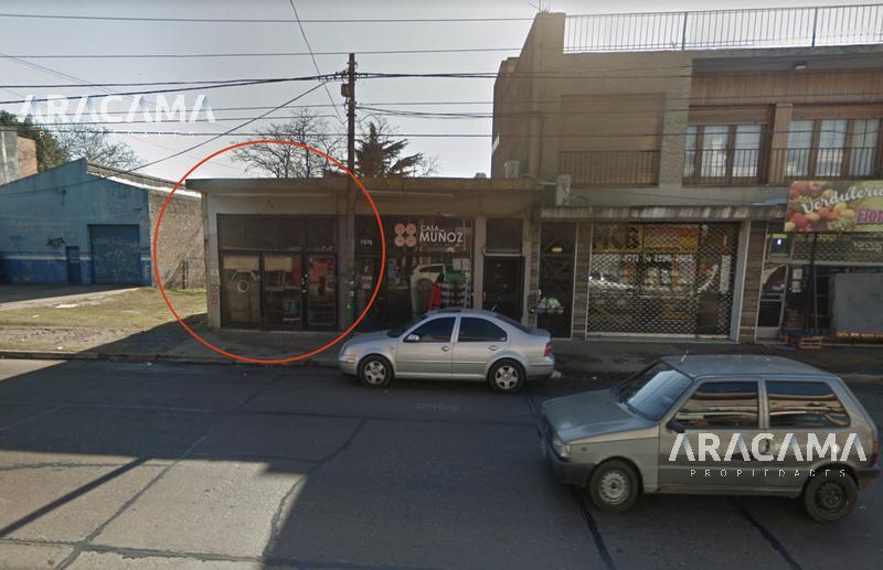 Foto Local en Venta en  Monte Grande,  Esteban Echeverria  Boulevar Bs As al 1000