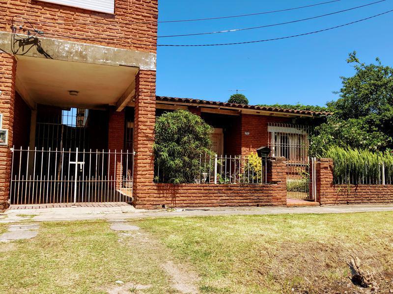Foto Casa en Venta en  Ituzaingó ,  G.B.A. Zona Oeste  Trole al 2100
