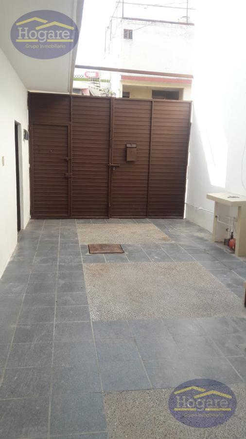 Casa grande en Renta en la colonia Azteca de 6 recámaras puede funcionar para oficinas en León, Gto.