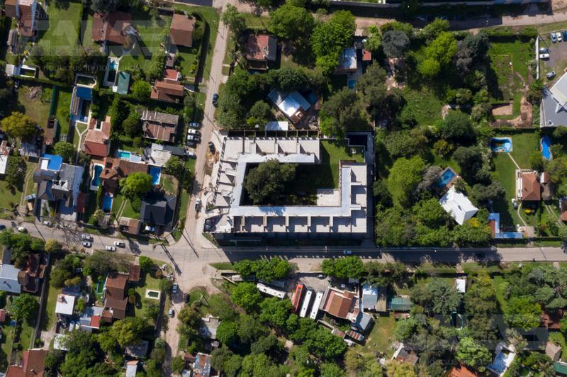 Foto Local en Venta en  Moreno ,  G.B.A. Zona Oeste              Entre Rios y Bouchard          Local Comercial