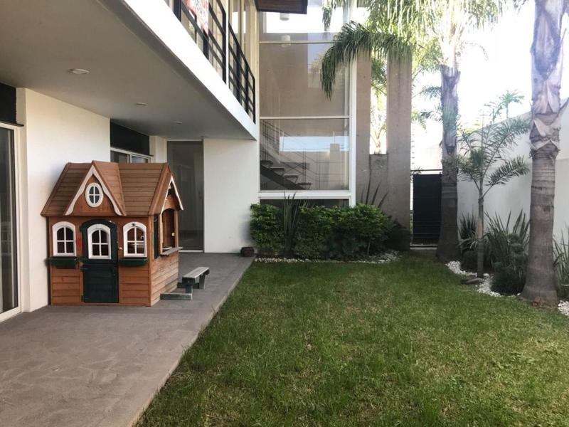 Foto Casa en Venta   Renta en  Jardines del Campestre,  León  Jardines del Campestre, Casa en venta cerca de Plaza Mayor !!