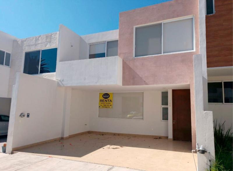 Casa en Renta en Lomas del Refugio dentro de privada, en León, Gto.