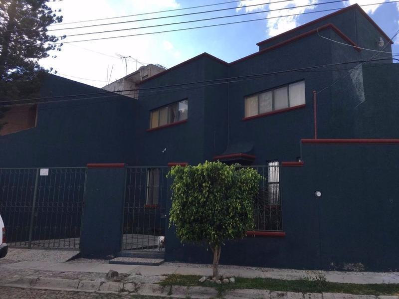 Venta de Casa amplia con espacio para Local Comercial en Lagos, Jal.