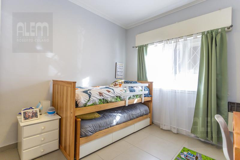 Foto Casa en Venta en  Banfield Oeste,  Banfield  Azara 1081