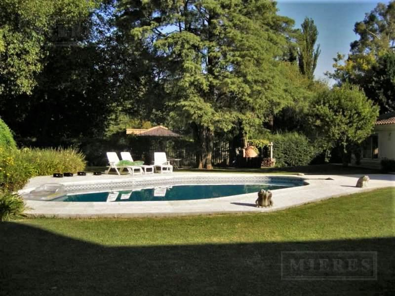 Mieres Propiedades - Importante casa de 1013 mts. en Highland Park