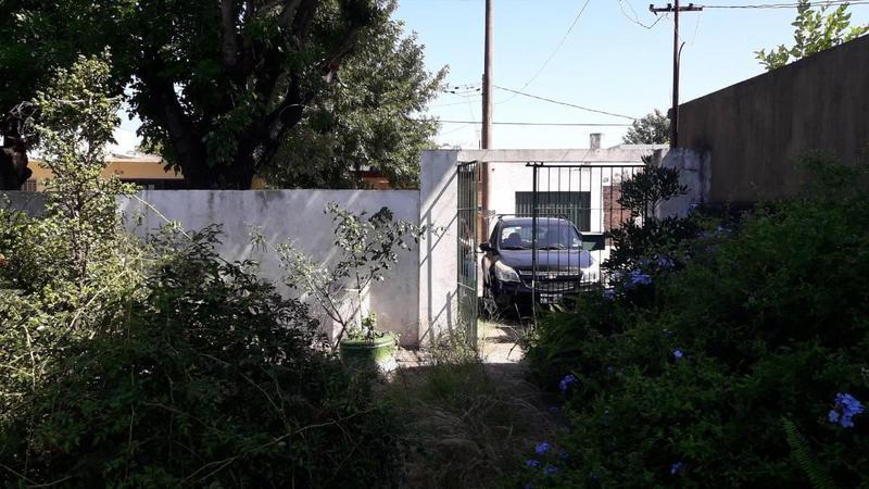 Foto Casa en Venta en  Los Hornos,  La Plata  49 N 2112 E/ 137 Y 138