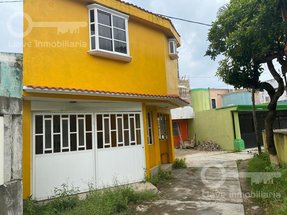 Foto Casa en Venta en  Unidad habitacional Fovissste,  Coatzacoalcos  Casa en Venta, Yaqui, Col. Fovissste.