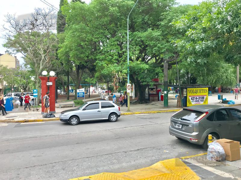Foto Local en Venta en  Adrogue,  Almirante Brown  SEGUI 890